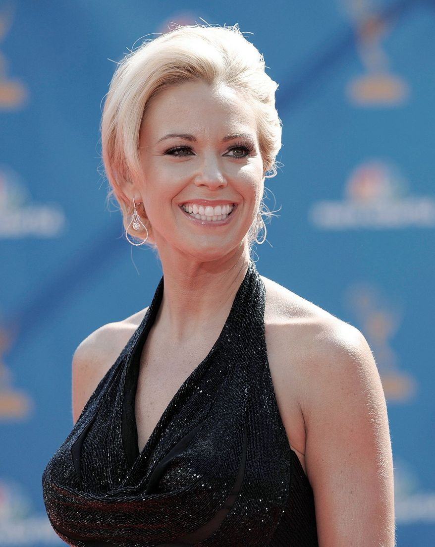 Kate Gosselin arrives at the 62nd Primetime Emmy Awards Sunday, Aug. 29, 2010, in Los Angeles. (AP Photo/Chris Pizzello)