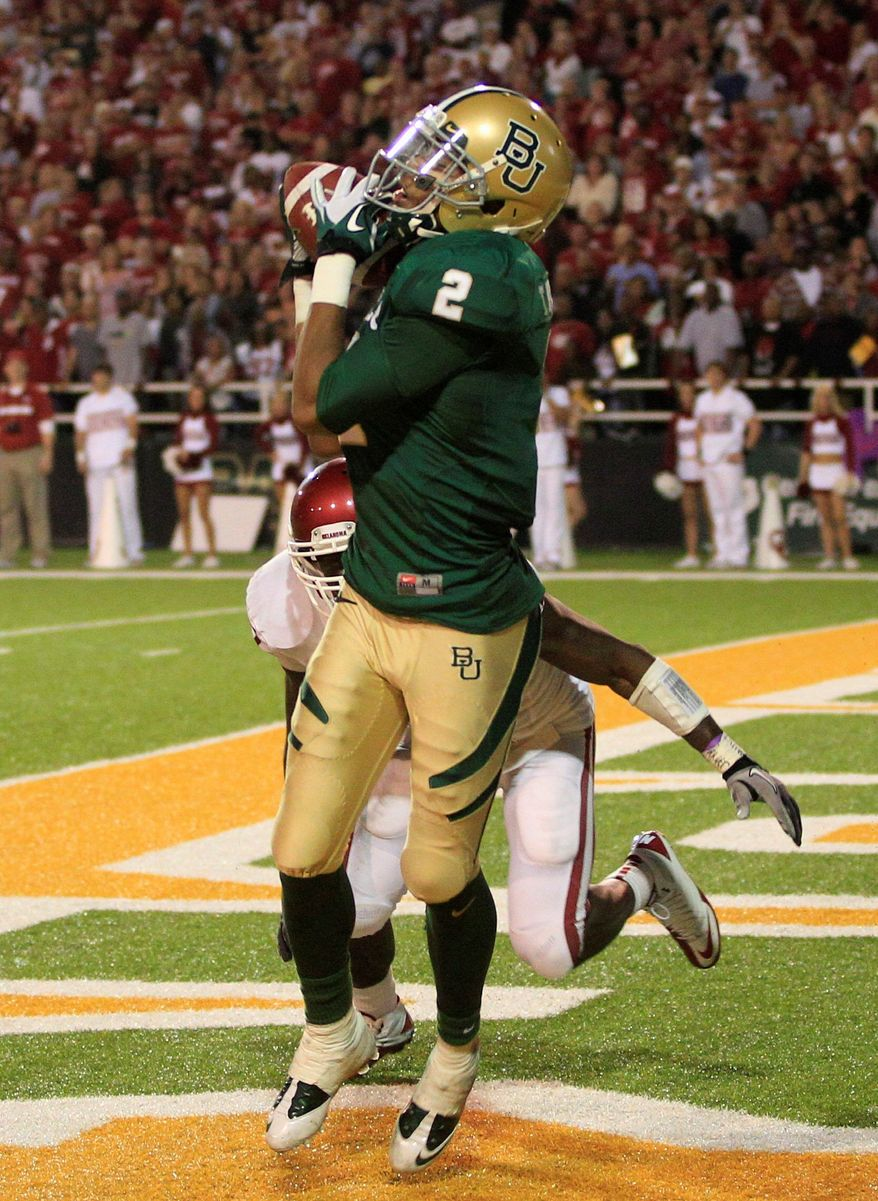 Baylor wide receiver Terrance Williams scores the game-winning touchdown in the waning seconds against Oklahoma. (Associated Press)