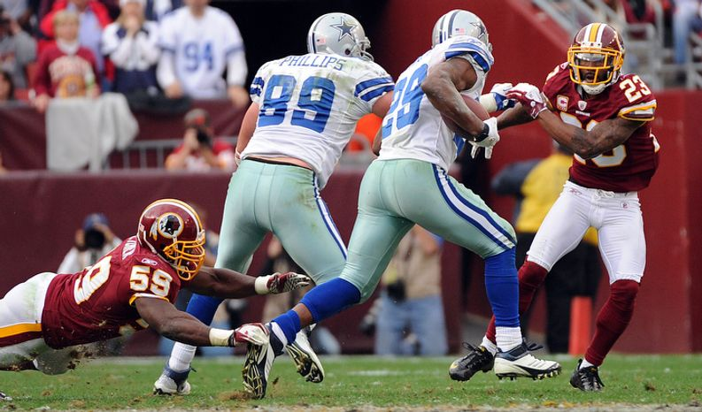 On fourth and 1, Dallas Cowboys running back DeMarco Murray (29) breaks away from Washington Redskins inside linebacker London Fletcher (59) and cornerback DeAngelo Hall (23) for a first down. (Andrew Harnik/The Washington Times)
