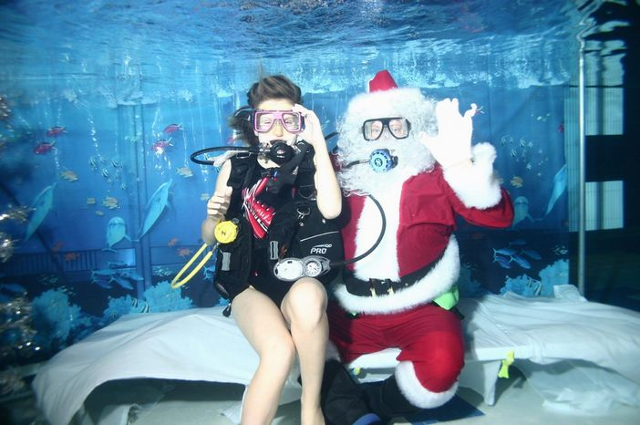 The chance to visit an underwater Santa Claus comes this Sunday (Dec. 4) at the Olney Swim Center. In exchange for bringing $5 worth of canned goods to the swim center, kiddies will get a short lesson in scuba and a chance to pose for a picture with an underwater Santa.