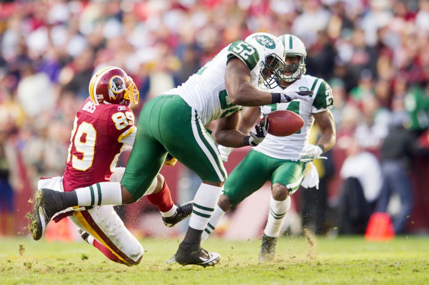 New York Jets inside linebacker David Harris (52) can't hold onto a pass intended for Washington Redskins wide receiver Santana Moss (89) in the third quarter. (Andrew Harnik/The Washington Times)