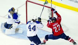 ** FILE ** Capitals right wing Mike Knuble, shown battling St. Louis' Jason Arnott, has made a living scoring goals from close range. He's netted at least 21 each since since 2002-2003.