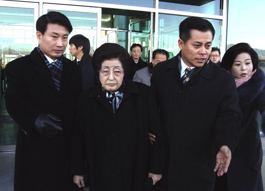 Lee Hee-ho (center), widow of former South Korean President Kim Dae-jung, arrives at Kaesong, North Korea, on Monday, Dec. 26, 2011. Mrs. Lee is part of an 18-person group allowed by South Korea to attend the funeral of North Korean leader Kim Jong-il on Wednesday. (AP Photo)