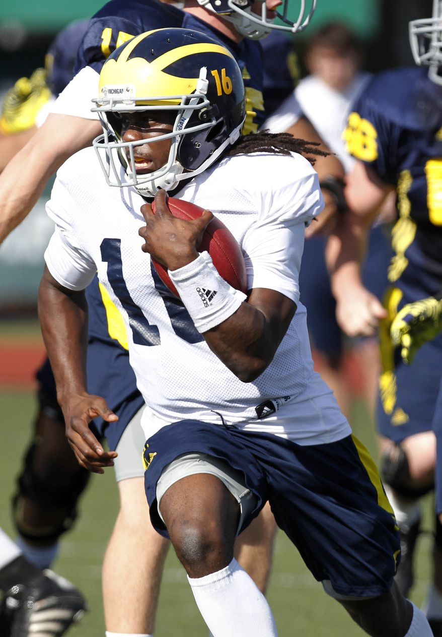 Michigan quarterback Denard Robinson (16) runs during practice in New Orleans, Friday, Dec. 30, 2011, for the upcoming BCS Sugar Bowl scheduled for Jan. 2 against Virginia Tech. (AP Photo/Gerald Herbert)