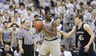 Notre Dame's Jack Cooley guards Georgetown's Henry Sims during the second half Monday, Feb. 27, 2012, in Washington. Georgetown won 59-41. (AP Photo/Haraz N. Ghanbari)