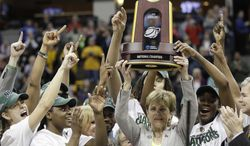 Baylor head coach Kim Mulkey and players celebrate after the NCAA Women's Final Four college basketball championship game against Notre Dame, in Denver, Tuesday, April 3, 2012. Baylor won the championship 80-61.(AP Photo/Julie Jacobson)