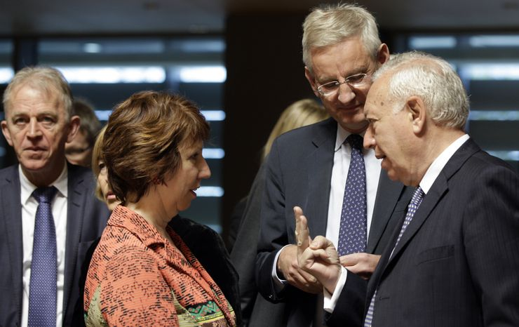 European Union foreign policy chief Catherine Ashton (second from left) speaks with Spanish Foreign Minister Jose Manuel Garcia-Margallo (right) and Swedish Foreign Minister Carl Bildt (second from right) during a round-table meeting of EU foreign ministers in Luxembourg on Monday, April 23, 2012. (AP Photo/Virginia Mayo)