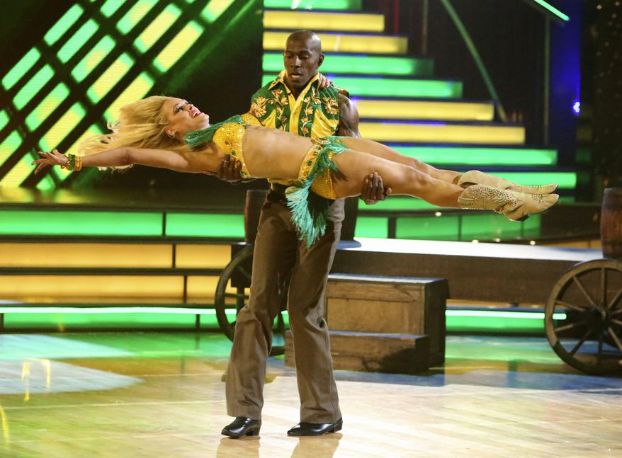 "Football star Donald Driver and his dancing partner, Peta Murgatroyd, perform on the celebrity dance competition series ""Dancing With the Stars"" in Los Angeles on Monday, May 21, 2012. The duo went on to win the competition Tuesday. (AP Photo/ABC, Adam Taylor)"