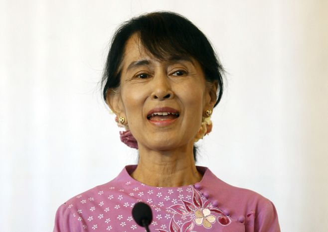 Myanmar opposition leader Aung San Suu Kyi talks to journalists during a press conference after meeting with Indian Prime Minister Manmohan Singh at a hotel in Yangon, Myanmar, on Tuesday, May 29, 2012. (AP Photo/Soe Zeya Tun, Pool)