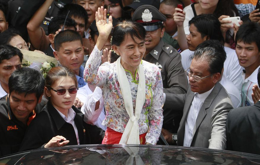 Myanmar opposition leader Aung San Suu Kyi waves after meeting with Burmese migrant workers in Samut Sakhon province in Thailand on Wednesday, May 30, 2012. (AP Photo/Wason Wanichakorn)