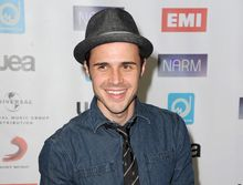"""** FILE ** This May 10, 2012 file photo shows singer Kris Allen, season eight winner of the singing competition series """"American Idol,"""" at NARM Music Biz 2012 Awards in Century City, Calif. Allen's second album """"Thank You Camellia"""" was released last month. (AP Photo/Katy Winn)"""