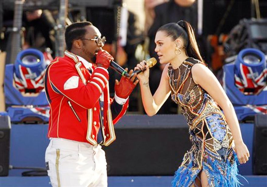 Will.I.am and Jessie J perform at the Queen's Jubilee Concert in front of Buckingham Palace, London. (AP Photo/Joel Ryan)