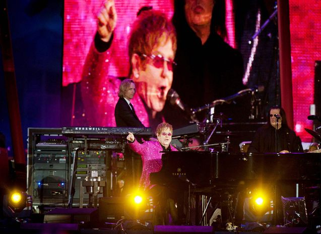 Sir Elton John  performs at the Queen's Jubilee Concert in front of Buckingham Palace, London, Monday, June 4, 2012.  (AP Photo / David Parker, pool)