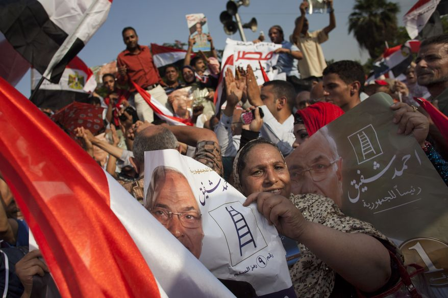 Egyptians chant slogans to support Egyptian presidential candidate Ahmed Shafiq in Cairo on Saturday, June 23, 2012. (AP Photo/Bernat Armangue)