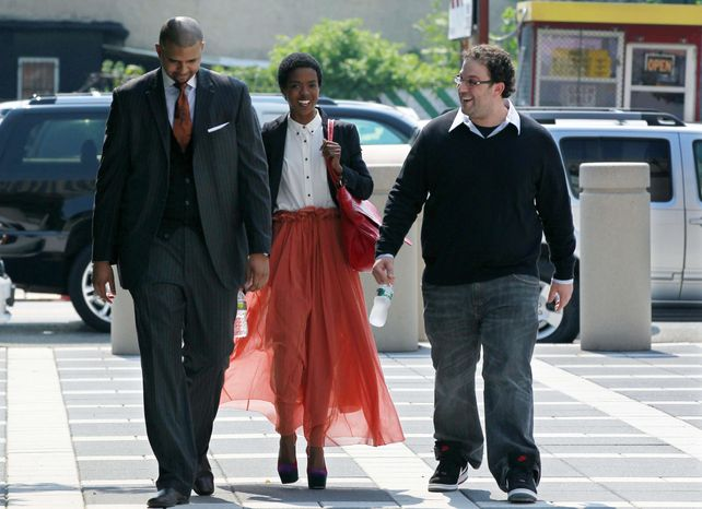 ** FILE ** Reclusive singer Lauryn Hill (center) arrives at federal court on Friday, June, 29, 2012, in Newark, N.J. (AP Photo/Mel Evans)
