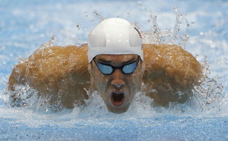 USA's Michael Phelps competes in a heat of the men's 400-meter individual medley at the 2012 Summer Olympics, Saturday, July 28, 2012, in London. (AP Photo/Michael Sohn)