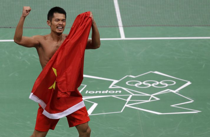 China's Lin Dan celebrates his victory over Malaysia's Lee Chong Wei in the men's singles badminton gold medal match at the 2012 Summer Olympics, Sunday, Aug. 5, 2012, in London. Lin won 15-21, 21-10, 21-19 to repeat his victory over Chong Wei in the Beijing Games final, and claim his sixth Olympic or world title. (AP Photo/Andres Leighton)