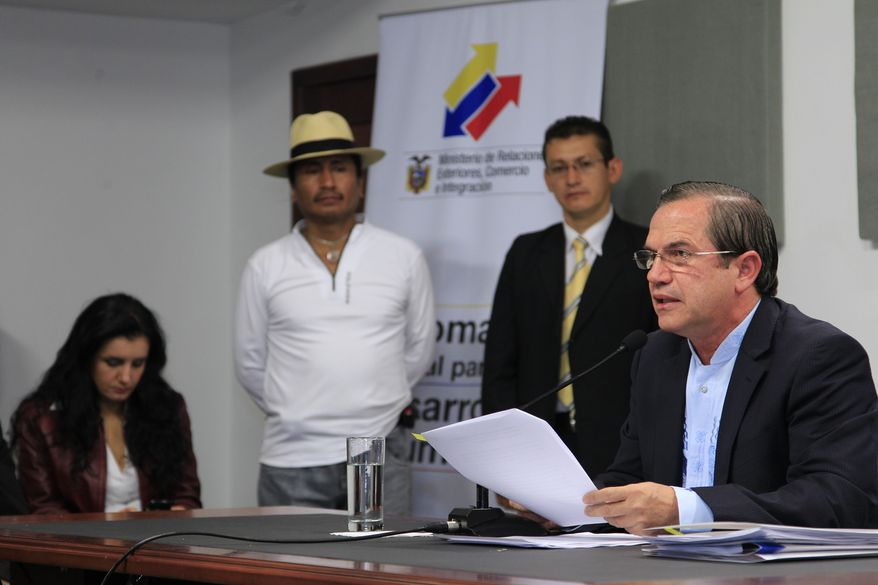 Ecuadorean Foreign Minister Ricardo Patino (right) announces at a news conference in Quito, Ecuador, on Thursday, Aug. 16, 2012, that his country would grant asylum to WikiLeaks founder Julian Assange. (AP Photo/Dolores Ochoa)