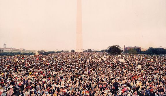The Rev. Sun Myung Moon holds an evangelist rally at The Washington Monument in Washington, D.C. on September 18, 1976. Courtesy H.S.A.-U.W.C.