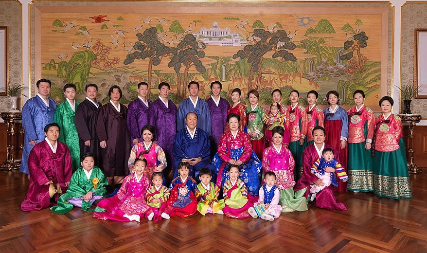 The Rev. Sun Myung Moon with his wife Hak Ja Han Moon and family in 2008 portrait. Courtesy H.S.A.-U.W.C.
