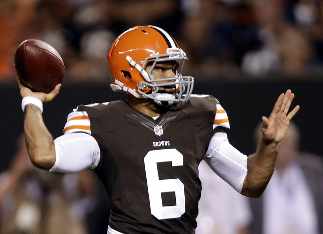 Cleveland Browns quarterback Seneca Wallace throws a 2-yard touchdown pass to wide receiver Rod Windsor in the second quarter of a preseason NFL football game against the Chicago Bears Thursday, Aug. 30, 2012, in Cleveland. (AP Pho