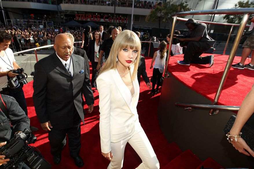 Taylor Swift arrives at the MTV Video Music Awards on Thursday, Sept. 6, 2012, in Los Angeles. (Photo by Matt Sayles/Invision/AP)