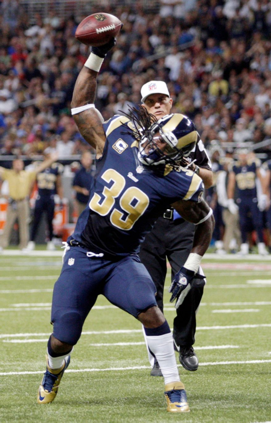 St. Louis Rams running back Steven Jackson spikes the ball after coming up short of the end zone during the second quarter. Jackson was given an unsportsmanlike penalty for the spike. (AP Photo/Tom Gannam)