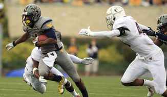West Virginia wide receiver Tavon Austin (1) breaks a tackle during a carry in an NCAA college football game against Maryland in Morgantown, W.Va., on Saturday, Sept. 22, 2012. (AP Photo/Christopher Jackson)
