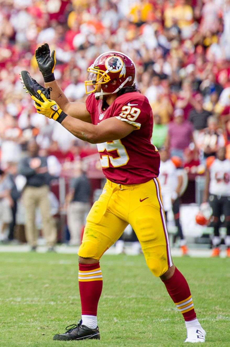 Washington Redskins running back Roy Helu (29) has to come out of the game after losing his shoe on the 2 yard line after a 9 yard run up the middle in the fourth quarter. (Andrew Harnik/The Washington Times)