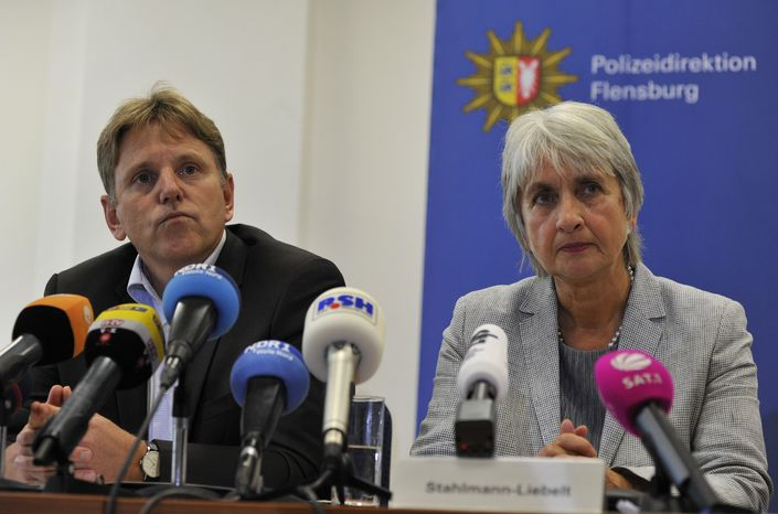 Dirk Czarnetzki (left), head of the Greater Flensburg criminal police, and head prosecutor Ulrike Stahlmann-Liebelt speak during a press conference in Flensburg, Germany, on Thursday, Sept. 27, 2012, concerning a 28-year-old woman who killed her five infants shortly after giving birth to them in secret at home. (AP Photo/dapd, Tim Riediger)