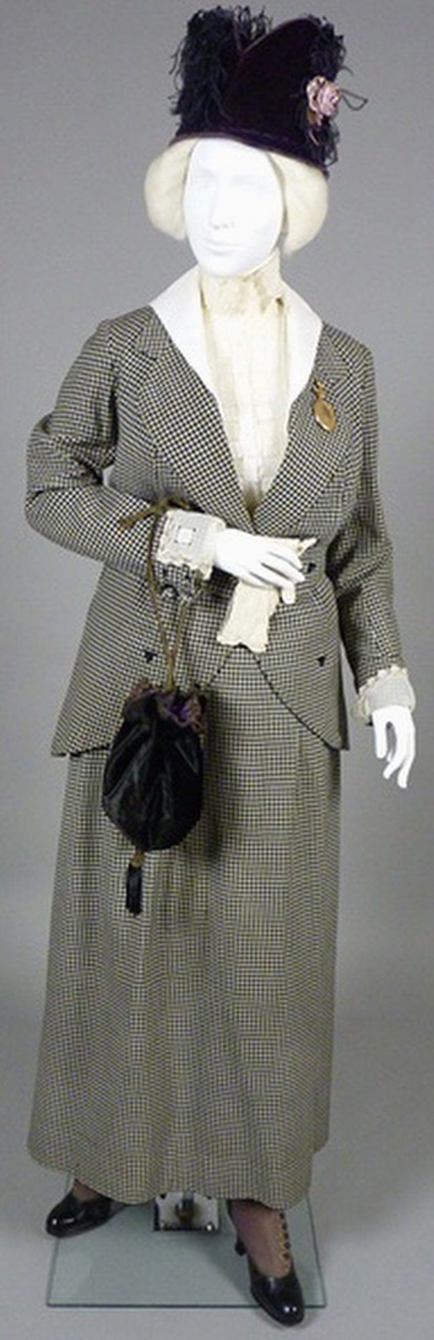 "Exhibit: ""Fashioning the New Woman, 1890-1925"""