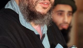 ** FILE ** In this Jan. 20, 1999, file photo, Muslim cleric Abu Hamza al-Masri speaks at a press conference in London. (AP Photo/Alastair Grant, File)