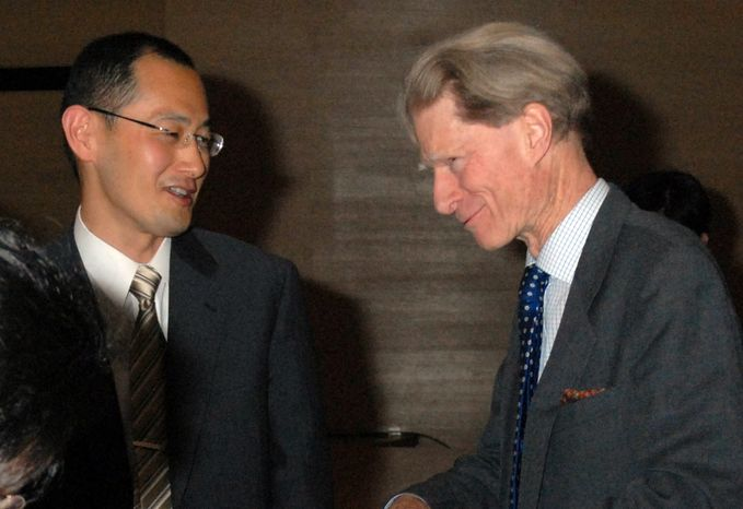 ** FILE ** Japanese scientist Shinya Yamanaka (left) and British researcher John Gurdon, winners of the 2012 Nobel Prize in medicine, speak to each other at a symposium in Tokyo in April 2008. (AP Photo/Kyodo News)