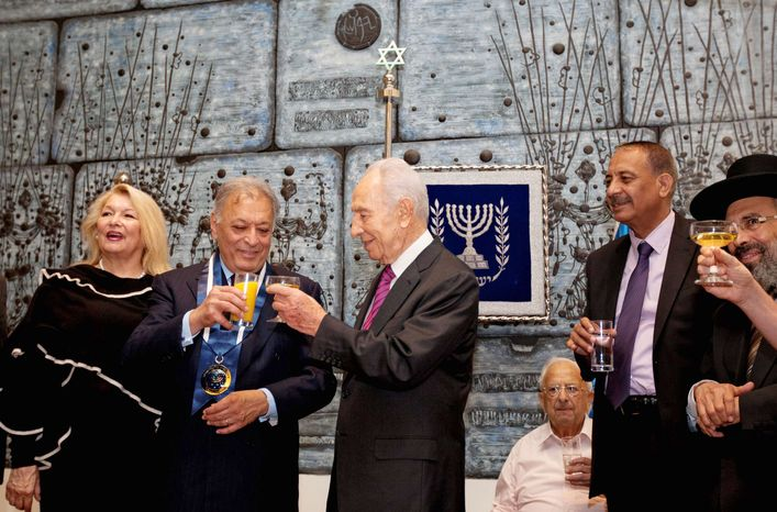 Israeli President Shimon Peres, center, toasts Indian conductor Zubin Mehta, second left, during a ceremony awarding him the Presidential Medal of Distinction at the President's residence in Jerusalem, Monday, Oct. 15, 2012. (AP Photo/Sebastian Scheiner)