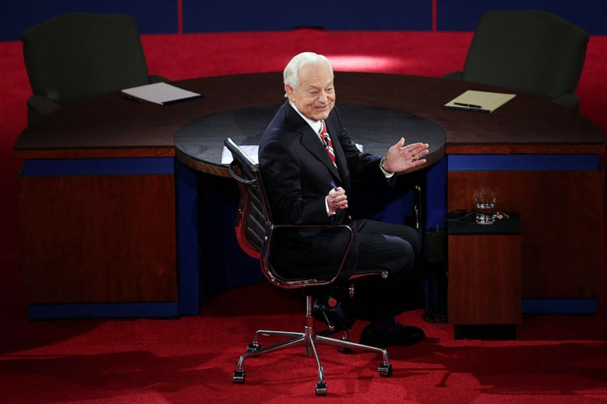 Moderator Bob Schieffer turns around to talk to the audience before the third presidential debate at Lynn University. (AP Photo/Pool, Win McNamee)