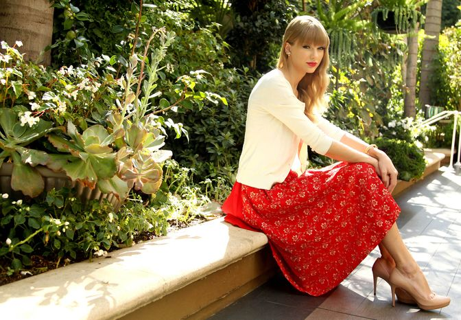 Singer-songwriter Taylor Swift poses for a portrait in Los Angeles on Wednesday, Oct. 17, 2012. (Matt Sayles/Invision