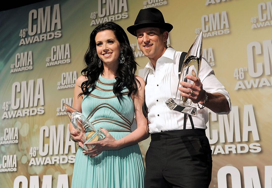 Shawna Thompson, left, and Keifer Thompson, of Thompson Square, pose backstage with the award for vocal duo of the year at the 46th Annual Country Music Awards at the Bridgestone Arena on Thursday, Nov. 1, 2012, in Nashville, Tenn. (Photo by Chris Pizzello/Invision/AP)