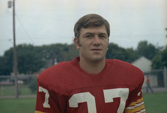 Former Redskins cornerback Pat Fischer has recently joined the flood of concussion lawsuits against the NFL. (AP Photo)