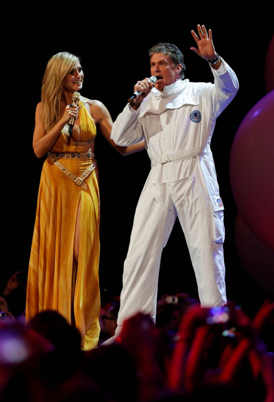 German TV host Heidi Klum and US actor David Hasselhoff, right,  perform on stage during the 2012 MTV European Music Awards show at the Festhalle in Frankfurt, central Germany, Sunday, Nov. 11, 2012. (AP Photo/Michael Probst)