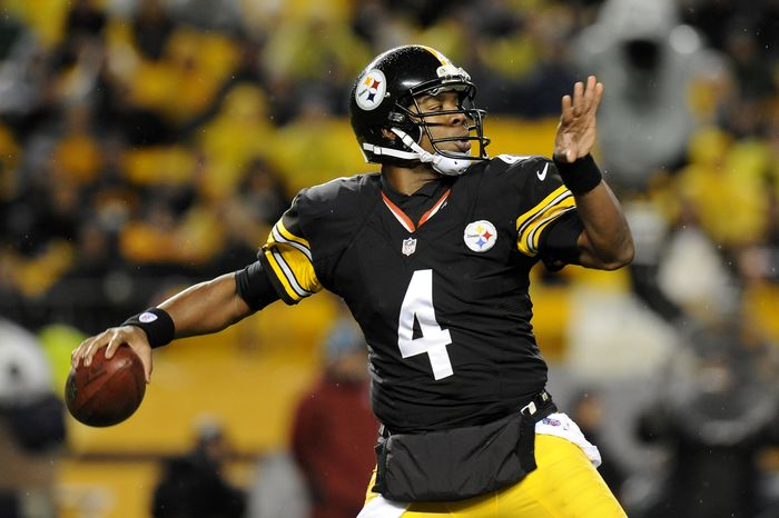 FILE - This Nov. 12, 2012 file photo shows Pittsburgh Steelers quarterback Byron Leftwich (4) throwing against the Kansas City Chiefs during the third quarter of an NFL football game in Pittsburgh. The Steelers say Leftwich will start for injured quarterback Ben Roethlisberger in Sunday's Nov. 18, 2012, key matchup against the Baltimore Ravens. (AP Photo/Don Wright, File)