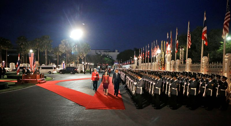 U.S. President Barack Obama, right on red carpet, and Thai Prime Minister Yingluck Shinawatra, left on red carpet, attend the arrival ceremony at Thai Government House in Bangkok, Thailand, Sunday, Nov. 18, 2012. (AP Photo/Pablo Martinez Monsivais)
