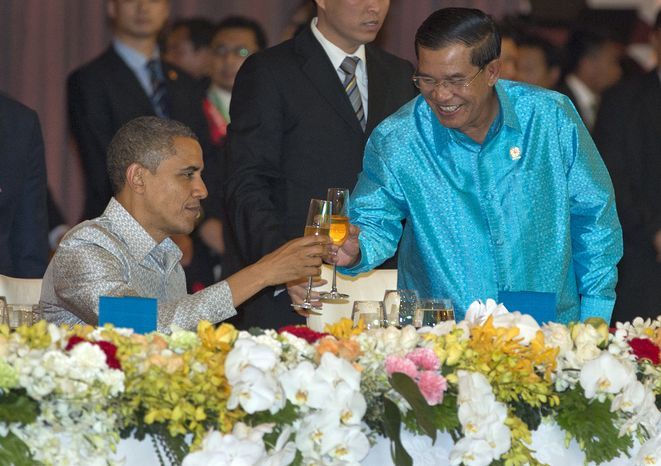 President Obama toasts with Cambodia's Prime Minister Hun Sen at the East Asia Summit Dinner during the East Asia Summit at the Diamond Island Convention Center in Phnom Penh, Cambodia, on Nov. 19, 2012. (