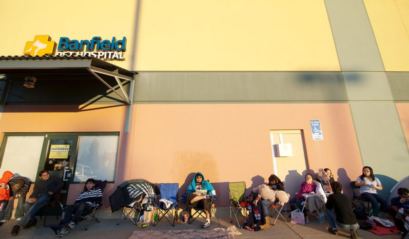 Shoppers wait in line to be let into Best Buy on Thanksgiving Day, Springfield, Va., Thursday, November 22, 2012.  (Craig Bisacre/The Washington Times)