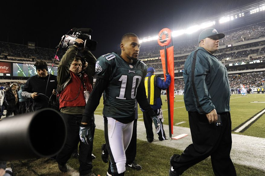 Philadelphia Eagles wide receiver DeSean Jackson walks off the field with an injury in the first half of an NFL football game against the Carolina Panthers, Monday, Nov. 26, 2012, in Philadelphia. (AP Photo/Michael Perez)