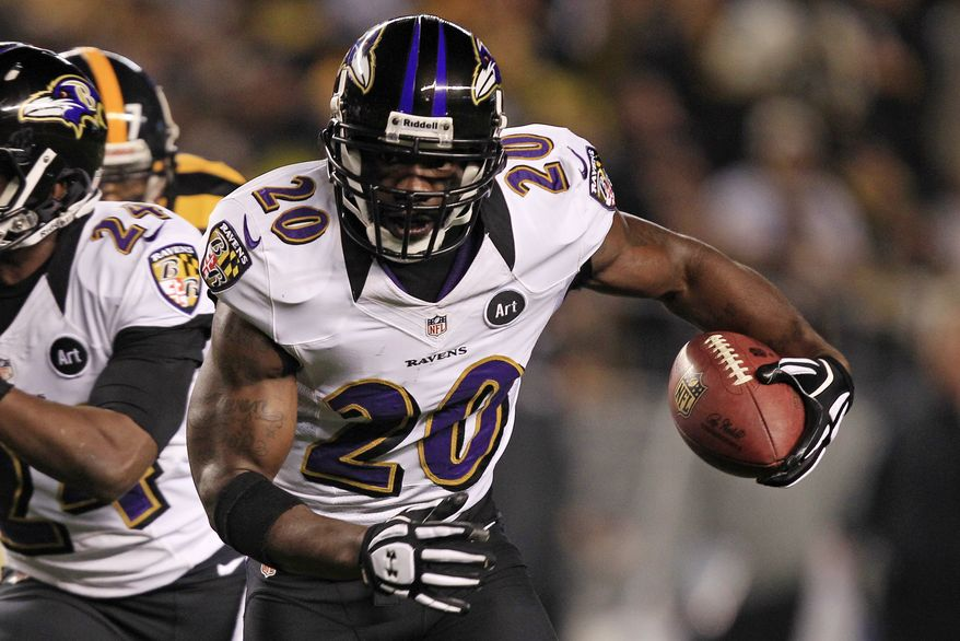 Baltimore Ravens free safety Ed Reed, (20) runs after recovering a fumble by Pittsburgh Steelers wide receiver Mike Wallace (17) during the first quarter of an NFL football game in Pittsburgh, Sunday, Nov. 18, 2012. The Ravens won 13-10. (AP Photo/Gene J. Puskar)