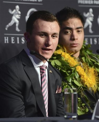 Heisman Trophy finalists Johnny Manziel, left, a quarterback from Texas A&M, left, and Manti Te'o, a linebacker from Notre Dame, speak at a news conference prior to the announcement of the trophy winner, Saturday, Dec. 8, 2012, in New York. (AP Photo/Henny Ray Abrams)
