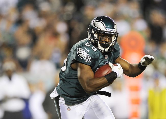 Philadelphia Eagles running back LeSean McCoy (25) rushes with the ball in the first half of an NFL football game against the Dallas Cowboys, Sunday, Nov. 11, 2012, in Philadelphia. (AP Photo/Michael Perez)