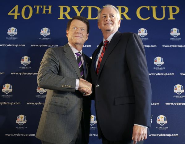Tom Watson, left, poses for a picture with PGA of America president Ted Bishop during a news conference in New York, Thursday, Dec. 13, 2012.  The Americans are bringing back Watson as their Ryder Cup golf captain with hopes of ending