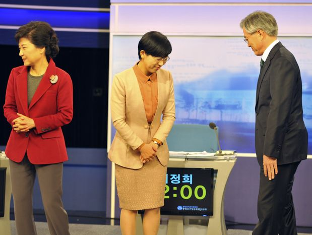South Korean presidential candidates (from left) Park Geun-hye of the ruling Saenuri Party, Lee Jung-hee of the opposition Unified Progressive Party and Moon Jae-in of the main opposition Democratic United Party prepare for a televised debate in Seoul on Monday, Dec. 10, 2012. (AP Photo/Kim Jae-hwan, Pool)