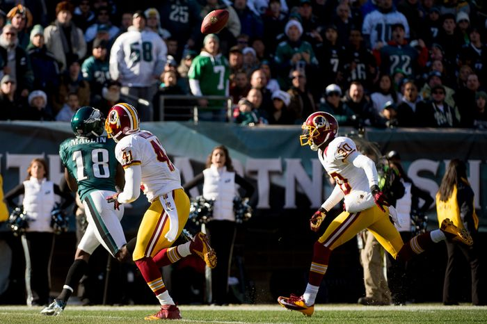 Philadelphia Eagles wide receiver Jeremy Maclin (18) catches a 27 yard touchdown in the first quarter as the Washington Redskins play the Philadelphia Eagles at Lincoln